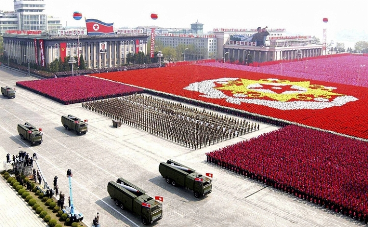 A North Korean missile unit takes part in a military parade to celebrate the 75th anniversary of the founding of the Korean People's Army in Pyongyang in this picture taken April 25, 2007. REUTERS/Korea News Service (NORTH KOREA) JAPAN OUT