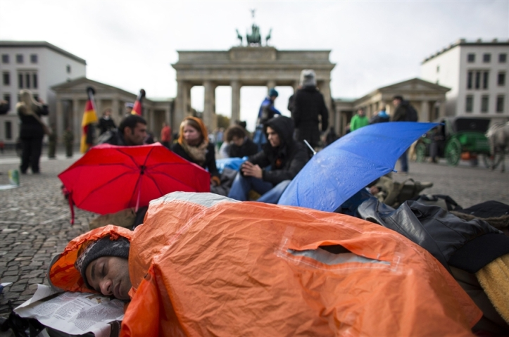 Asylum seekers sleep rough by the Brandenburg gate in Berlin