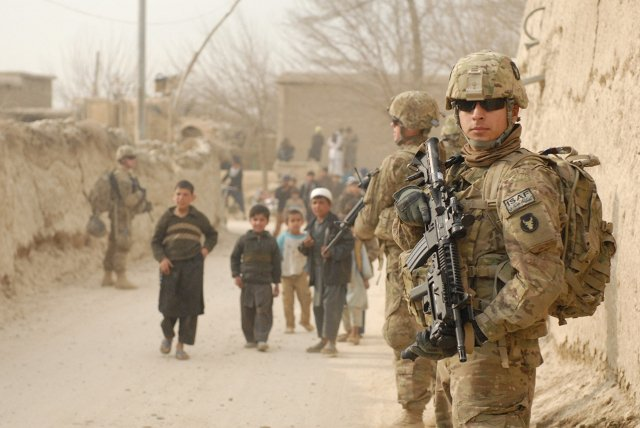 U.S. servicemen patrol the villages in the Bagram Security Zone, March 23, 2011. Photo: U.S. Army.