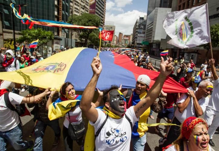 140625-venezuela-protest-caracas-418a_bf46e6619c4b9f4083b0bd14b018ae2b.nbcnews-ux-2880-1000