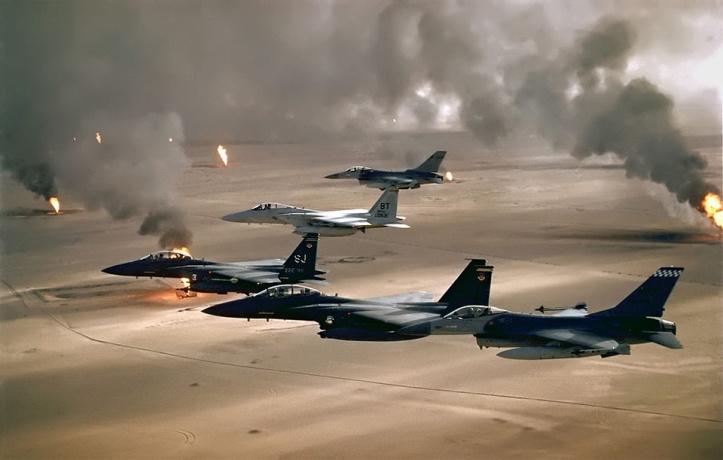 1024px-USAF_F-16A_F-15C_F-15E_Desert_Storm_edit2