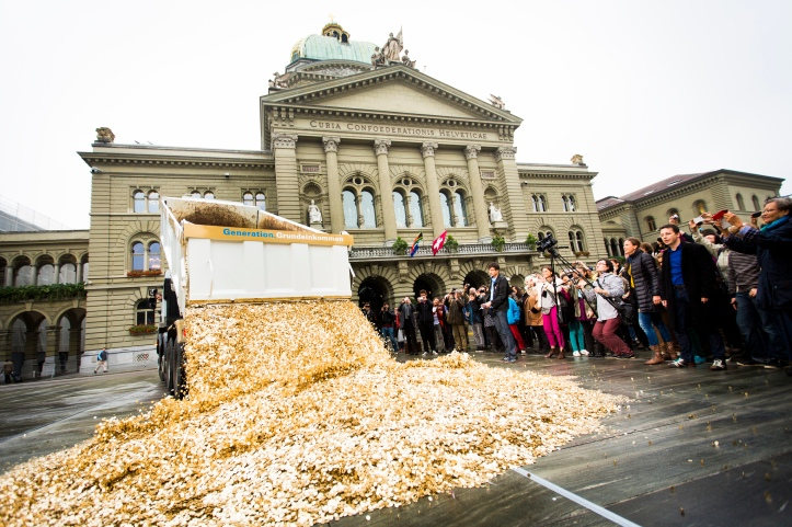Basic_Income_Performance_in_Bern,_Oct_2013.jpg