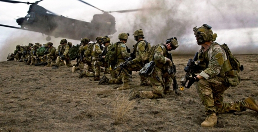 US Army Rangers, assigned to the 2nd Battalion of the 75th Ranger Regiment, prepare for extraction from their objective during Task Force Training on Fort Hunter Liggett, Calif., Jan. 30, 2014 (Photo: US Army / Spc. Steven Hitchcock)
